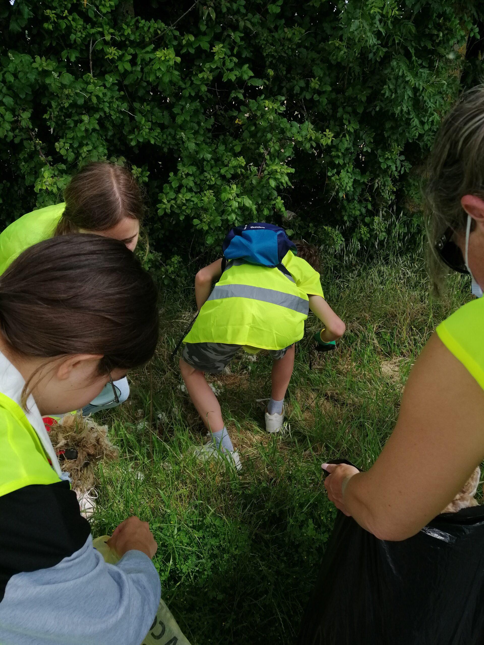 Nettoyage de la commune par les enfants du CMJ