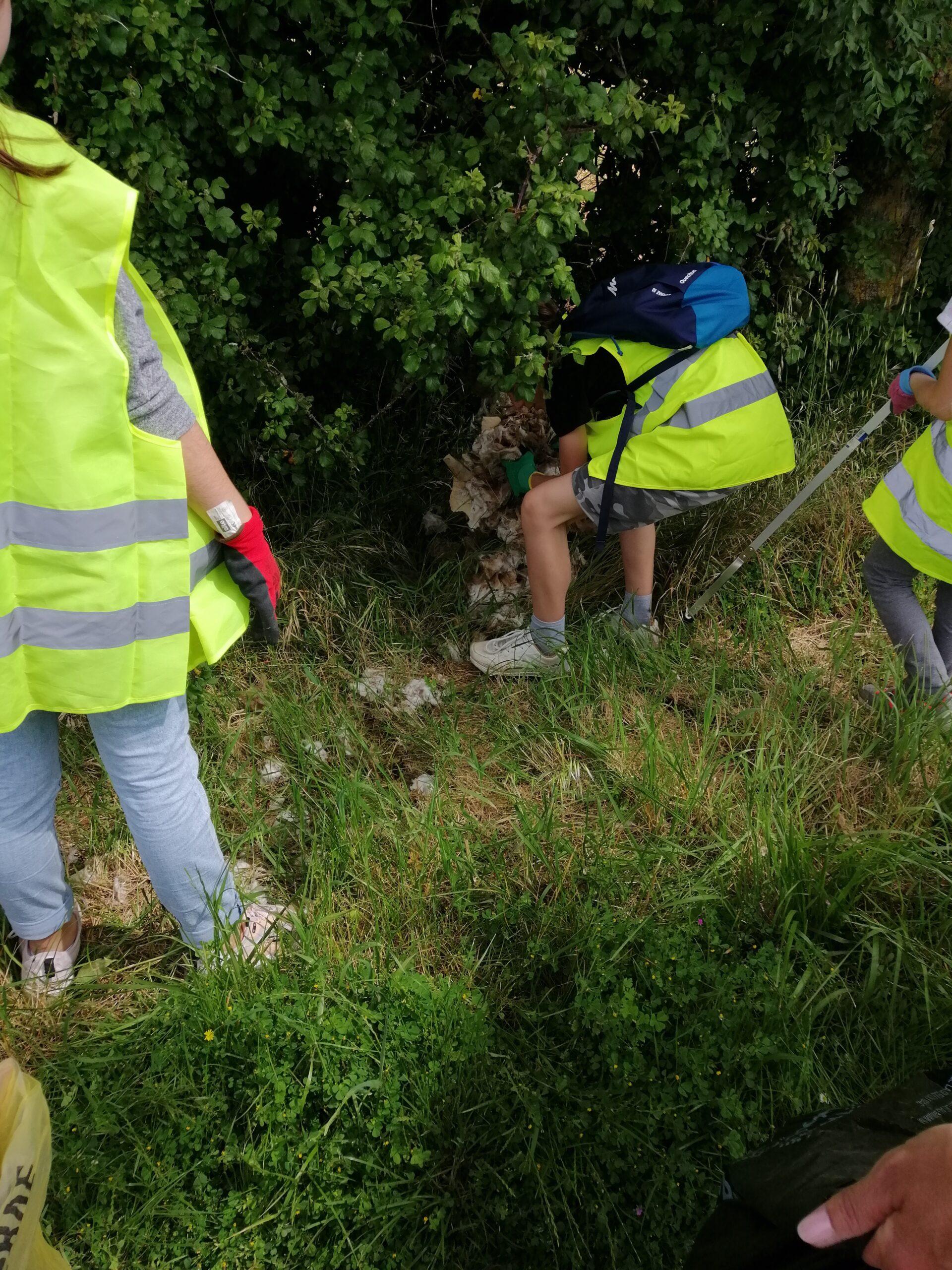 Ramassage de déchets lors du Nettoyage de la commune