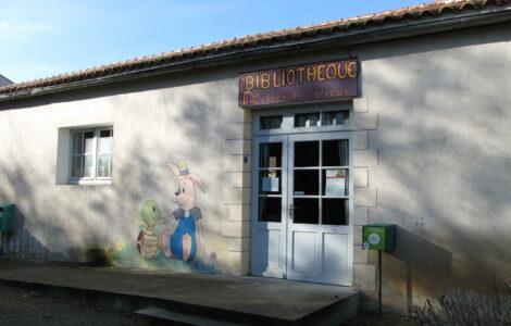 Devanture de la bibliothèque de Saint Georges du Bois