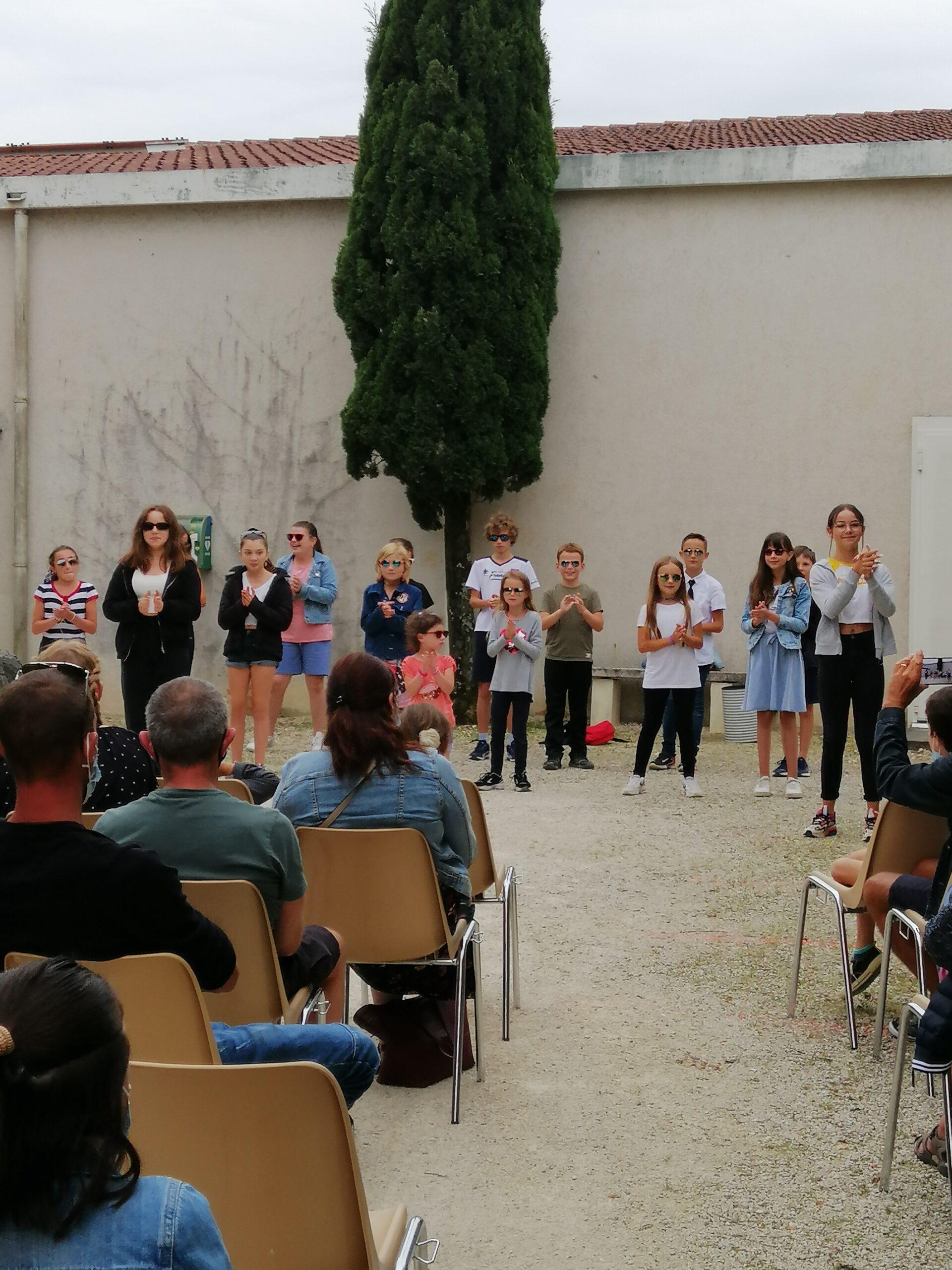 Spectacle CMJ enfants qui dansent